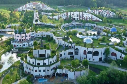 village-thermal-blumau-Hundertwasser-autriche.jpg