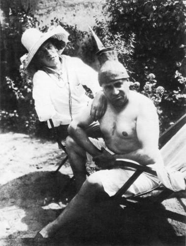Picabia et Cendrars au Tremblay sur Mauldre, été 1923.jpg