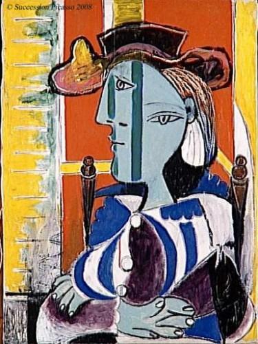 femme assise aux bras croisés.jpg
