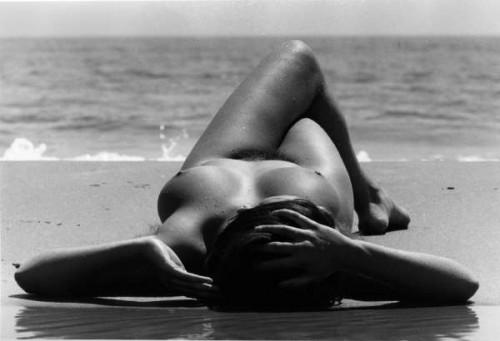 Nu-de-la-plage-1971-c-Lucien-Clergue.jpg