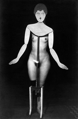 Man_Ray_Coat_stand_1920.jpg
