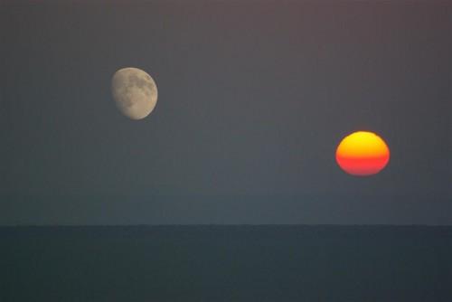 soleil-luneRencontreImprobable.jpg